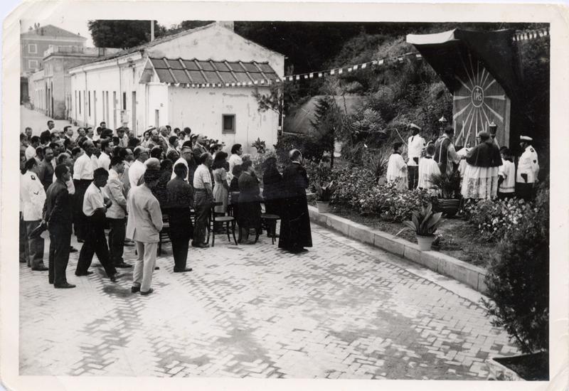 Una celebrazione religiosa del 1963 presso la stazione di Termoli